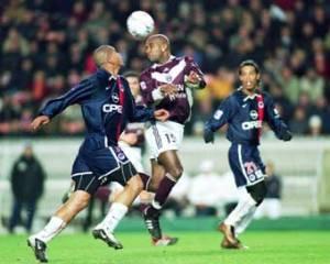 Toujours Aloisio, sous le regard de Ronaldinho (Ch. Gavelle)