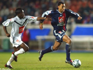 Edouard Cissé échape à Mavuba