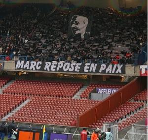 Le Kop rendant hommage à Marc