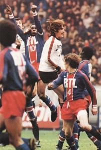 François M'Pelé au duel aérien