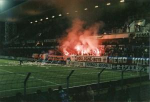 Les supporters parisiens à l'entrée des joueurs (Mouvement Ultra)