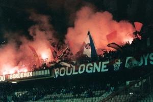 Le Kop de Boulogne à l'entrée des joueurs (Mouvement Ultra)