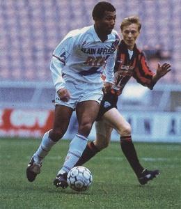 Antoine Kombouaré balle au pied