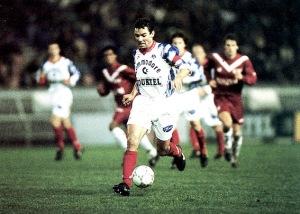 Paul Le Guen, balle au pied, sera aussi du festival offensif du PSG (archives MK)