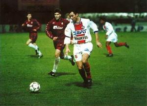 Paul Le Guen balle au pied