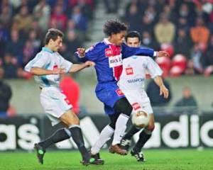 Ronaldinho entre deux phocéens (Ch. Gavelle)