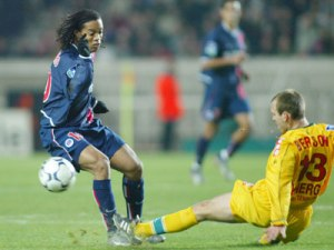 Ronaldinho taclé par Berson