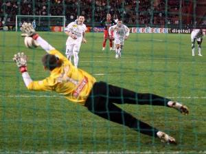 Mickaël Landreau stoppe un penalty