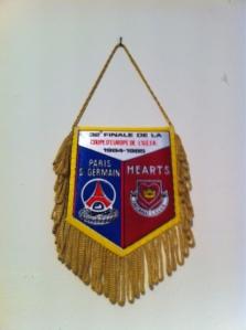 8485_PSG_Hearts_fanion