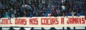 La banderole à la gloire de Joël Bats