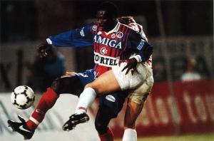 George Weah parviendra à se défaire de son opposant, tout comme le PSG de Lille...