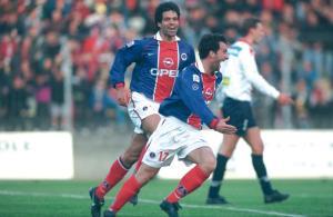 La joie de Jimmy Algerino et de Raï après le but du défenseur parisien