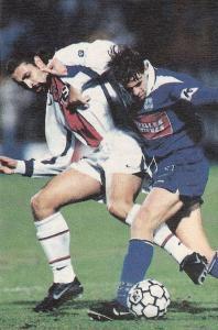 Éric Rabesandratana à la lutte avec Née (Corse Football)