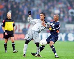 Ronaldinho accroché (Ch. Gavele)