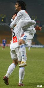 La joie de Carlos Bueno après son but