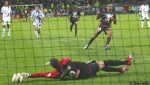 L'ouverture du score de Paulo Cesar sur penalty (Ch. Gavelle)