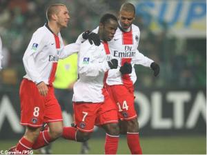 Péguy Luyindula félicité par Didier Digard et David Ngog (Ch. Gavelle)