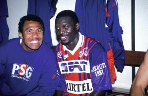 Antoine Kombouaré et George Weah, heureux, dans les vestiaires à l'issue du match