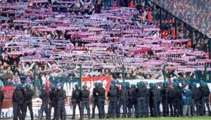 Les supporters parisiens présents à Geoffroy-Guichard (Mouvement Ultra)