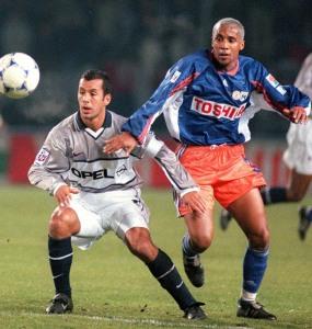 Ali Benarbia à la lutte avec Dos Santos