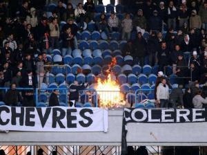 La colère des supporters après une Nième défaite au Parc de leur favoris