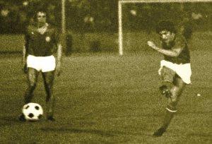 Bernard Guignedoux égalisera en 2nde mitemps, devenant ainsi le 1er buteur du PSG en match officiel (archives MK)