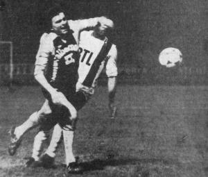 Thierry Tinmar fait faute sur Milosewicz dans la surface... (HAC Foot Archives)