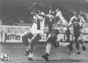 Safet Susic devance un Havrais (HAC Foot Archives)