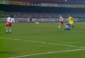 Henry tire dans les cages désertées par Joël Bats pour le but du 3-0