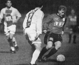 Jimmy Algerino face à un Fécampois... (HAC Foot Harchives)