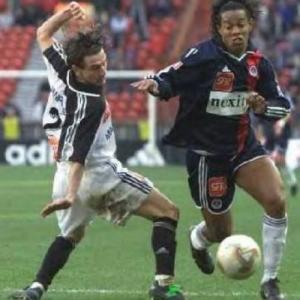 Ronaldinho passe un lorientais