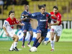 Ronaldinho sera le buteur parisien du soir...