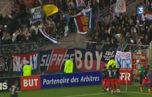 Le parcage parisien célebrant le but avec les joueurs