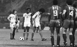 François M'Pelé et Jacques Novi font face à Bereta, Paulo Cesar et Jairzinho