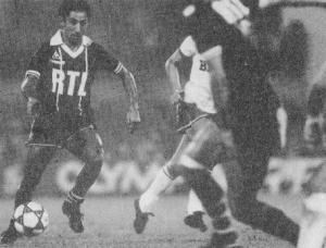 Oswaldo Ardiles balle au pied (archives MK)
