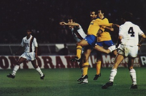 Cabrini reprend un coup franc de Boniek et donne l'avantage à la Juve