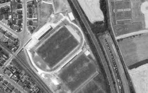 Vue aérienne du stade Jean-Boudrié en 1973
