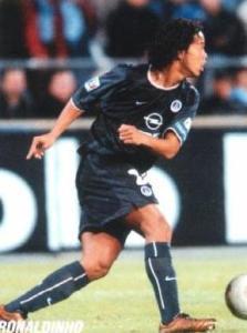 Ronaldinho balle au pied