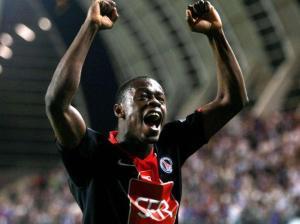 La joie de Yannick Boli après son but qui envoie le PSG au Stade de France