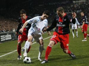 Sylvain Armand et Jérémy Clément encerclent Nasri
