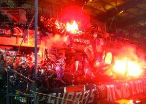 Les fans parisiens à l'entrée des joueurs (psgmag)