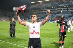 La joie de Jérôme Rothen face aux supporters