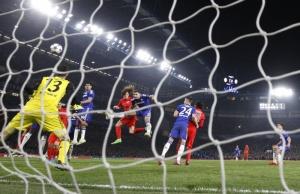 Tête rageuse de David Luiz qui envoie les parisiens en prolongations!