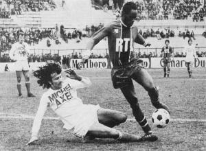 François M'Pelé tente d'échapper à Zvunka