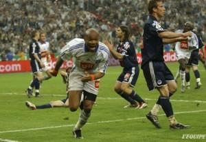 La joie de Boumsong contraste avec le dépit des Parisiens : la Coupe est auxerroise!