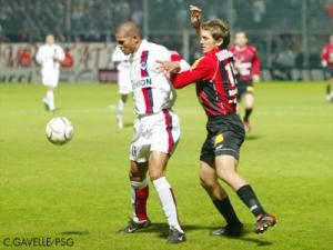 José Aloisio protège son ballon (Ch. Gavelle)