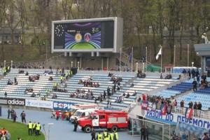Les premiers supporters du PSG s'installent dans le stade Lobanovsky (S. Supinsky)