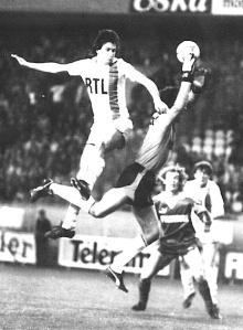 Ivica Surjak à la lutte avec Bergeroo, futur entraîneur du PSG, près de 20 ans plus tard...