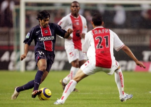 Paris' French midfielder Vakash Dhorasoo