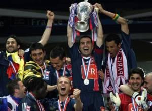 Le capitaine brandit la Coupe de France 2006!